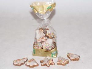 Pierniczki o różnych kształtach, dekorowane lukrem i kolorową słodką posypką.