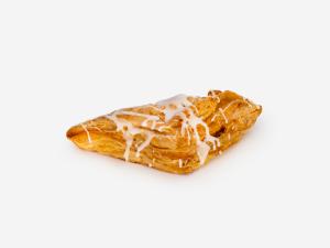 Chrupiące i listkujące ciasto francuskie o ksztacie przypominającym kopertę, nadziewane prażonymi jabłkami z cynamonem, wykończone cukrem.