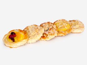 Ciasto drożdżowe półfrancuskie w połączeniu z najróżniejszymi dodatkami, m.in. nadzieniem makowym, budyniowym, owocami, wykończone lukrem i kruszonką.