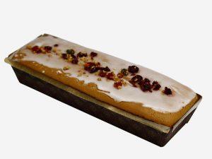 Puszyste ciasto biszkoptowo – tłuszczowe o wilgotnym miękiszu i migdałowym aromacie, udekorowane mieszanką keksową.