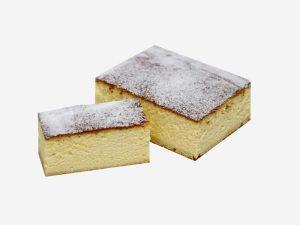 Sernik wypiekany według tradycyjnej receptury. Wilgotny o intensywnym smaku sera z cukrem pudrem na wierzchu.