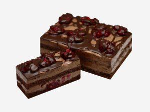 Połączenie ciemnego biszkoptu nasączonego alkoholem z kakaową śmietaną i soczystymi wiśniami.